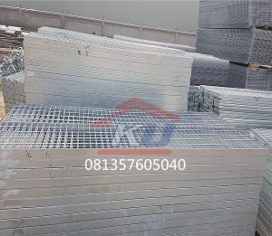 JUAL STEEL GRATING HOT DEEP GALVANIZE SERRATED AND PLAIN READY STOCK