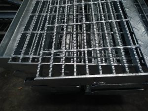 Lubang 30 x 100 mm Steel Grating Galvanized Hotdeep Murah Per Unit