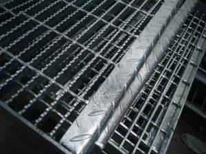 Besi Plat Steel Grating Galvanis Hotdeep Ukuran 600 cm