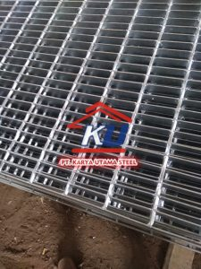 Steel Grating Murah Ready Stock Ukuran 600cm Tebal 3,2mm Dan Tinggi Plat 25mm